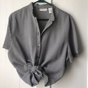 Tops - Black and white checker/plaid button up!